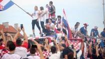 Nadšení Chorvati vítali fotbalové hrdiny. Pomůže to celé zemi, věří prezidentka