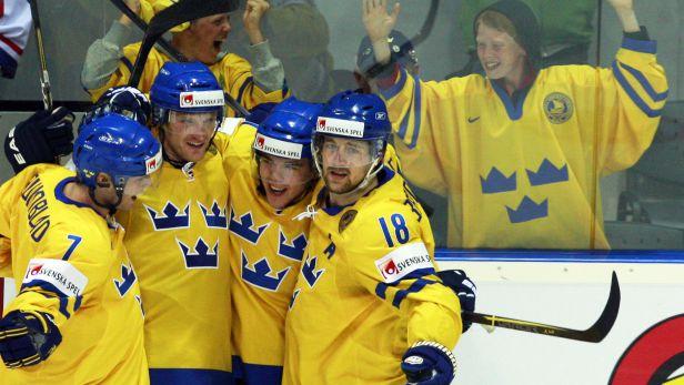 Švédské hry ovládli domácí hokejisté, Finsko porazili 3:1