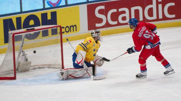 Nedvěd rozhodl v nájezdech o vítězství nad Švédy