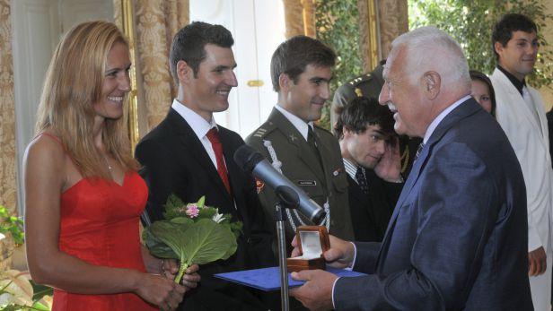 Klaus odměnil úspěšné olympioniky pamětními medailemi