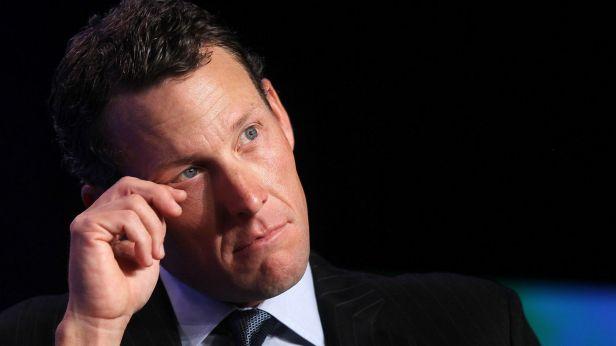 Armstrong vzdal boj s obviněním, přišel o tituly a dostal doživotní distanc