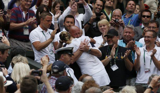 Kvitová je zpátky v Česku. Wimbledonské oslavy si užila
