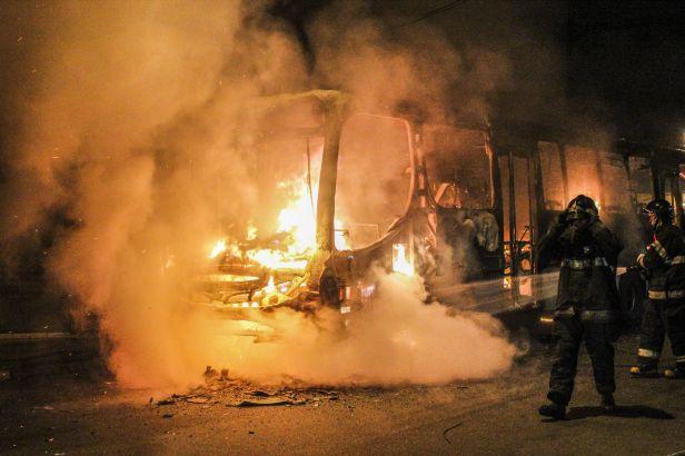 Brazilští fanoušci: Gratulace k postupu i zapálené autobusy