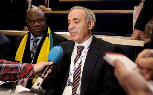 Kasparov prohrál, šachu dál šéfuje Putinův chráněnec Iljumžinov