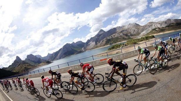 Železný muž Hansen urval etapu, ve vedení je stále Contador