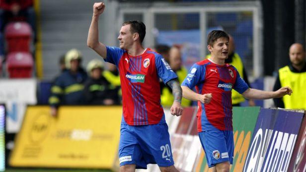 Vaněk dal svůj první gól hlavou v lize.