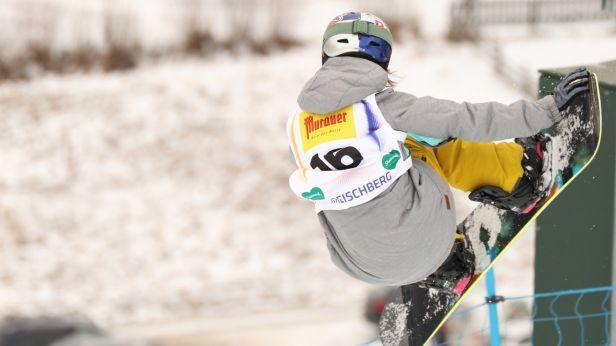Triky, skoky, všeobecná pohoda. Snowboardisté závodí ve Špindlerově Mlýně
