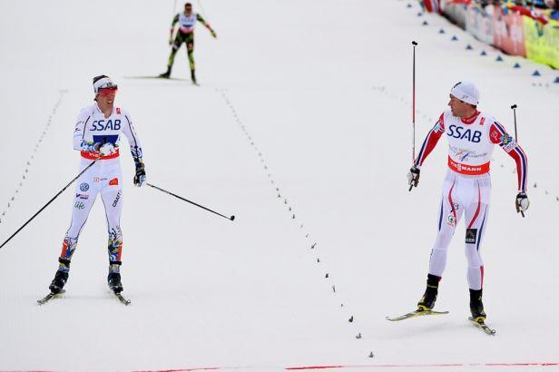 Northug opět zničil konkurenty ve finiši, Norové vyhráli štafety
