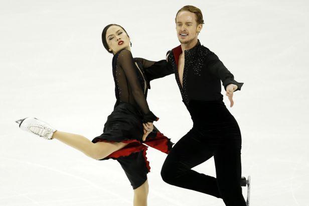Krátkým tancem nejvíce okouzlili Američané Chocková s Batesem
