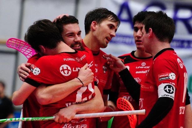 Tři čtvrtfinále jdou do šestého zápasu, mečbol má Brno, Tatran a Chodov