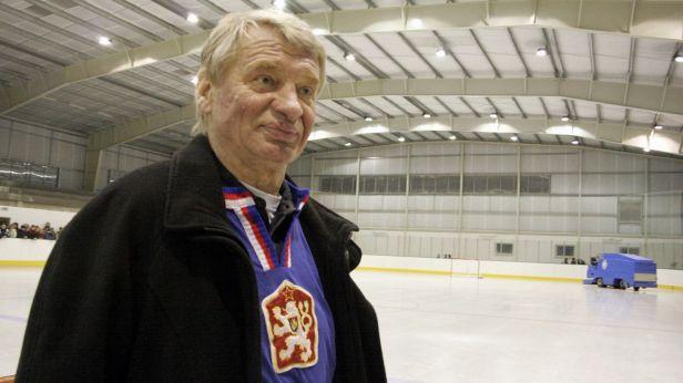 Čeští hokejisté uctí Holíkovu památku v duelu se Švédskem