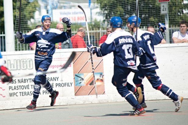Kladenští hokejbalisté si bez větších obtíží poradili s Plzní