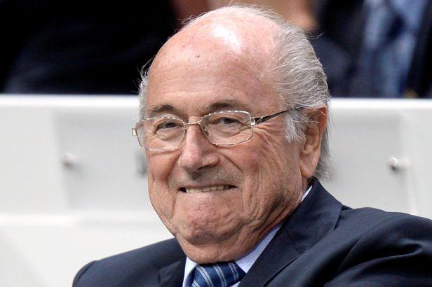Blatter ustál skandál a bude nadále v čele FIFA