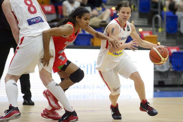 Basketbalistky držely krok, nakonec se silnou Francií prohrály o 10 bodů