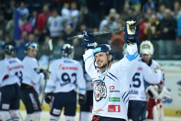 Liberec vede extraligu o 16 bodů, Litvínov v nájezdech udolal Pardubice