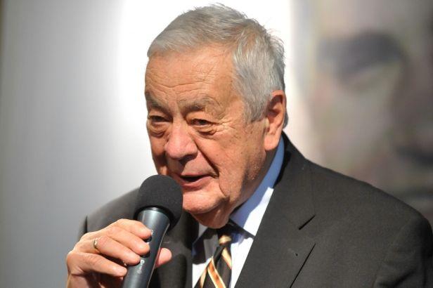 Zemřel legendární sportovní komentátor Karol Polák