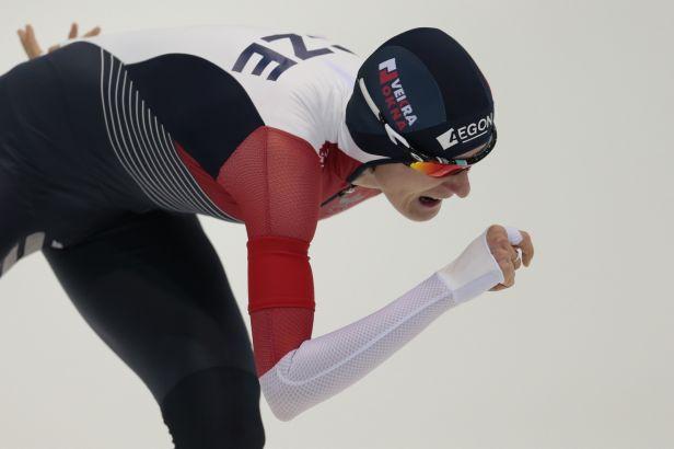 Sáblíková vyhrála závod na 3000 metrů a vede i ve víceboji