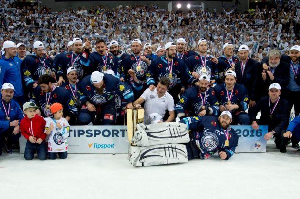 Liberec slaví premiérový extraligový titul. V druhém prodloužení rozhodl Bakoš