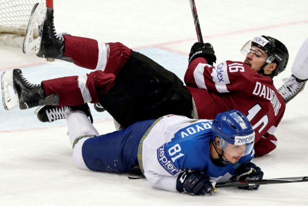 Lotyšsko ubojovalo Kazachstán 2:1 a má k čtvrtfinále zase blíž, Kazaši sestupují