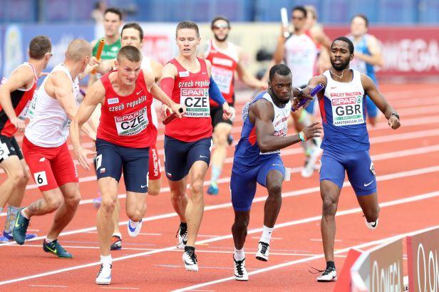 Štafeta čtvrtkařů na medaili nedosáhla, Bába skončil sedmý