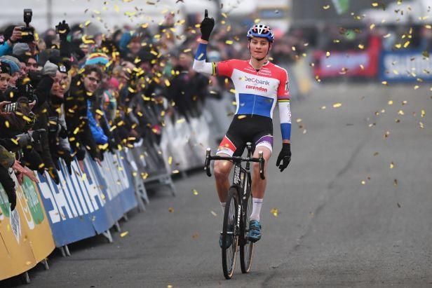 Cyklokrosový závod SP v Zevenu ovládli Cantová a van der Poel