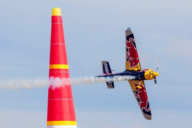 Šonka dál vede Red Bull Air Race, Kopfstein byl v San Diegu v osmičce