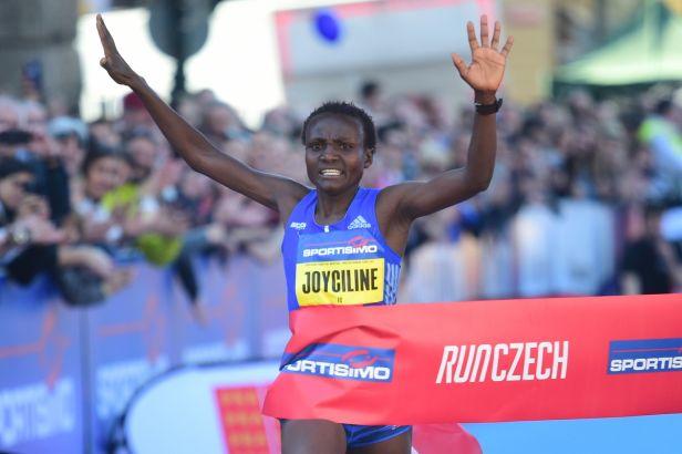 Pražský půlmaraton se dočkal světového rekordu. Překonala ho Keňanka Jepkosgeiová