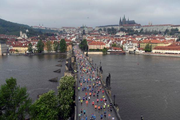 Pražský maraton ovládl Etiopan Abraha, Keňanka Aiyabeyová zaběhla traťový rekord