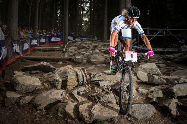 Pro titul světové šampionky na horských kolech si dojela Neffová