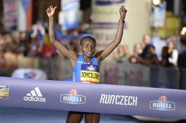 Jepkosgeiová vylepšila v Praze vlastní světový rekord