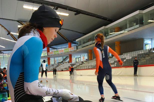 Stíhací závod ovládly Nizozemky, sprinty Rusky. Lollobrigidaová vyhrála hromadný start