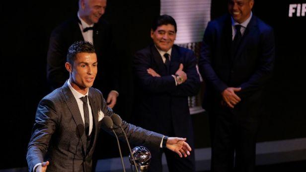 V cenách FIFA triumfoval Ronaldo, uspěli i Zidane a Koného gesto fair-play
