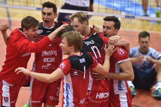 Jihostroj zachránil utkání s pražskými Lvy, Liberec hladce porazil Příbram