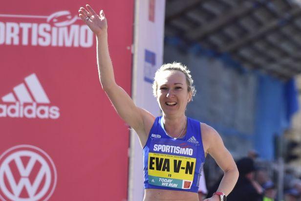 Vrabcová Nývltová překonala na pražském půlmaratonu český rekord, vládli Keňané