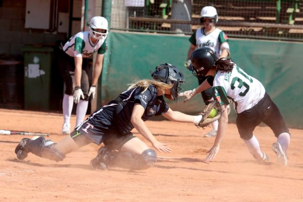 Softballem proti rakovině. Hráčky Eagles připravily charitativní Ladies Day