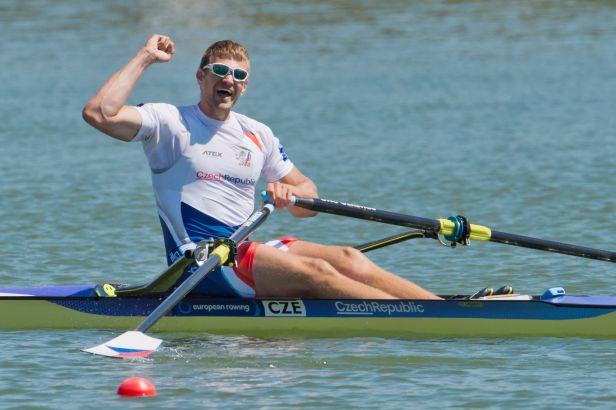 Skifař Synek odstartoval sezonu vítězstvím, dvojka Podrazil s Helešicem byla druhá