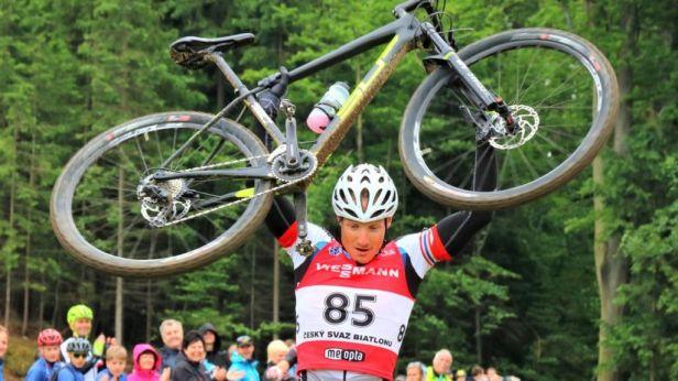 Moravec opět vyhrál biatlonový šampionát na kolech, Vítková byla čtvrtá