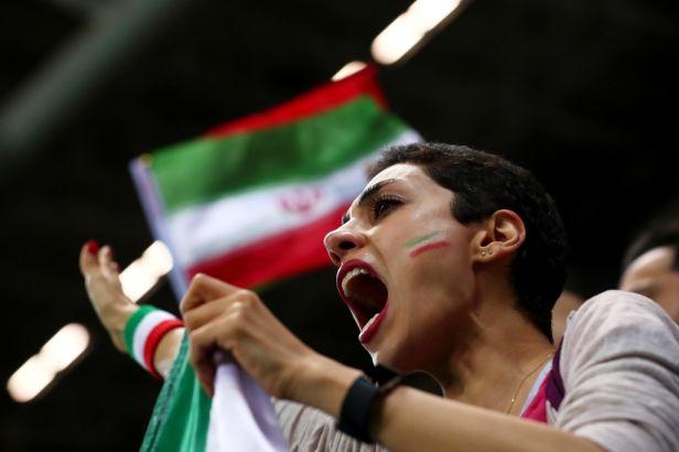 Nesmějí se dobře vyspat. Íránští fanoušci budili portugalské hvězdy zpěvem i vuvuzelami