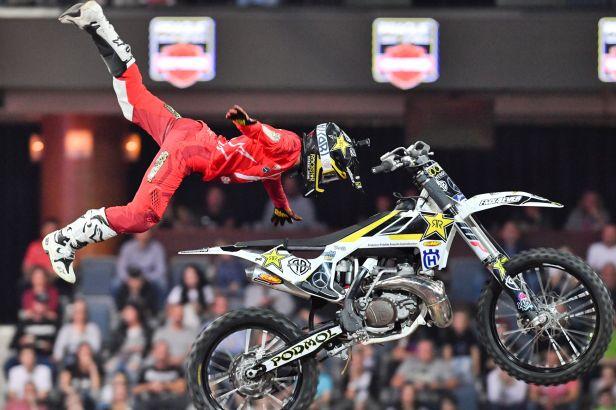 Podmol už zase skáče na motorce: Nějakou parádičku bych jim rád předvedl i na Dakaru