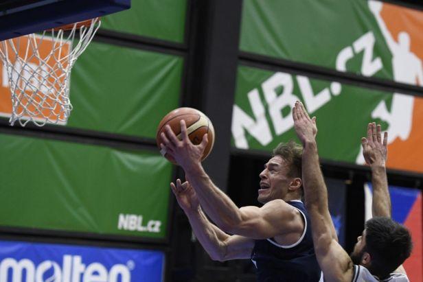 Basketbalisté Ústí porazili Děčín poslední střelou, Pardubice táhl Vyoral