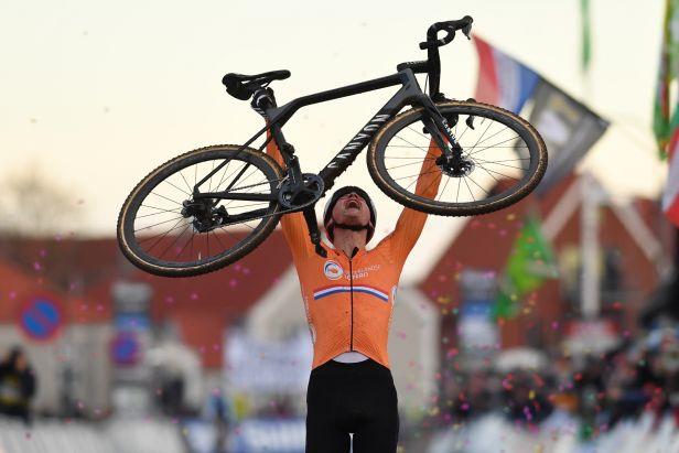 Van der Poel stylem start-cíl dominoval a je mistrem světa, z Čechů byl nejlepší Boroš