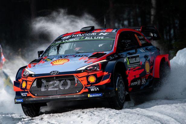 Na dostihovém závodišti vládl Neuville a nejlépe vstoupil do Švédské rallye