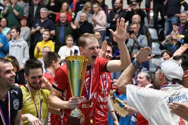Volejbalisté Jihostroje nedali Kladnu šanci a po osmi letech ovládli Český pohár