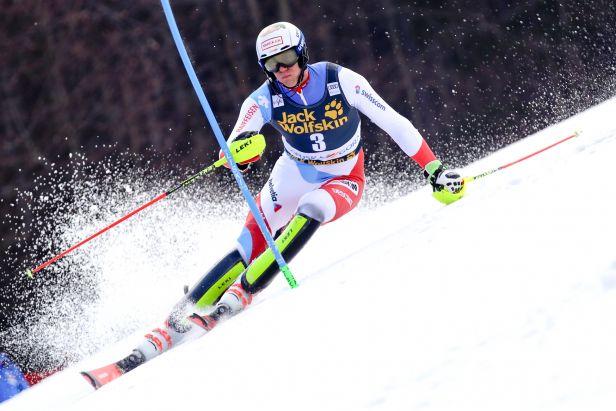 Hirscher i Kristoffersen se museli sklonit. Slalom v Kranjské Goře ovládl Švýcar Zenhäusern
