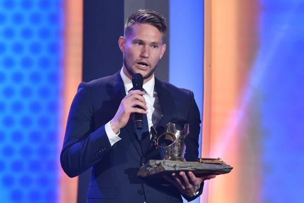 Darida předal korunu pro Fotbalistu roku brankáři Vaclíkovi