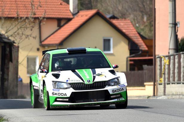 Kopecký je na cestě za dalším titulem na Valašské rallye, na druhém místě se drží Pech