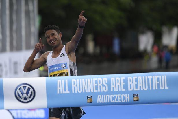 Maratonu v Praze vládli Dazza a Salpeterová, český titul má Pavlišta