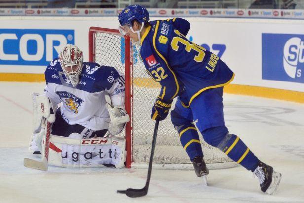 Švédové předvedli proti Finům obrat, přišli ale o brankáře Markströma