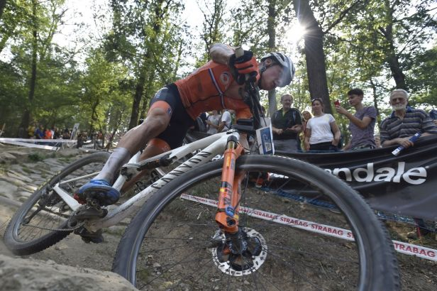 Ve Val di Sole zvládla finiš nejlépe Francouzka Prévotová, mužům dominoval Van der Poel