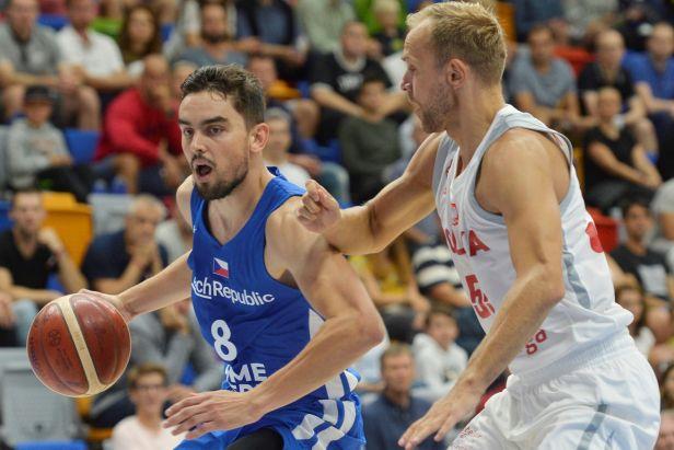 Basketbalisté se opět vrátili na vítěznou vlnu. Poklidnou výhru nad Maďarskem řídil Satoranský